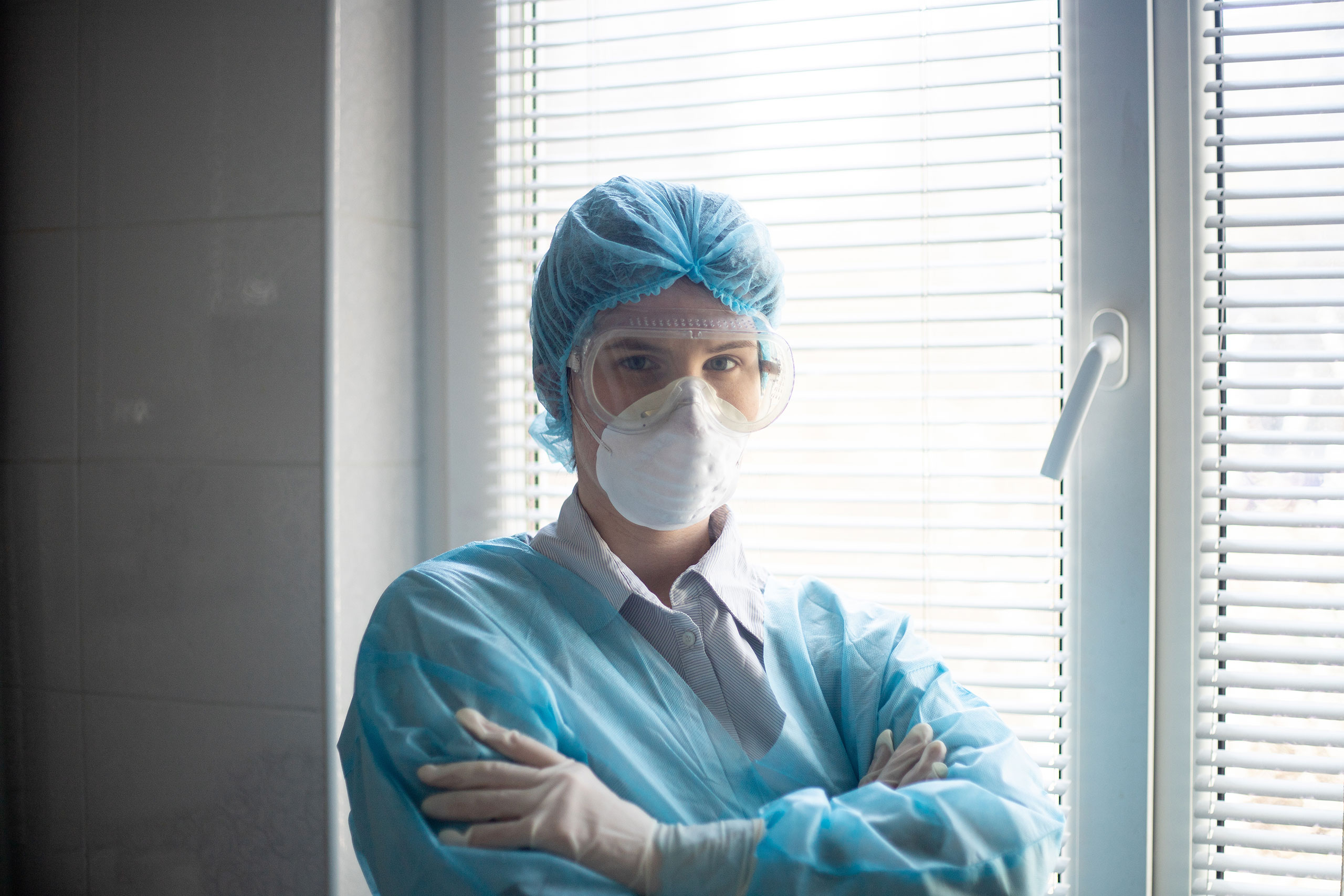 nurse wearing mask and goggles